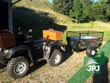 Suzuki Kingquad und Anhänger Gärtner